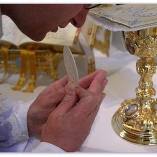 hostija oltar posveta