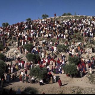 isus i mnoštvo ljudi